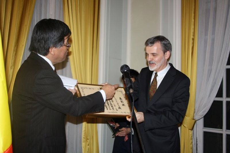 "Photo: Award of the ""Ambassador's Commendation"""
